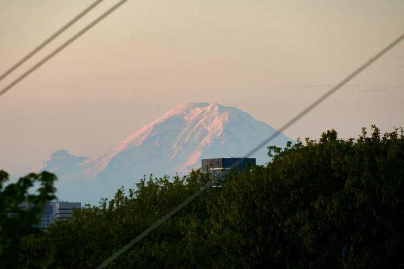 Mt Rainier catching morning rays