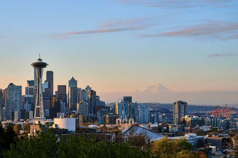 The Space Needle and Mount Rainier viewed from Kerry Park just after sunrise